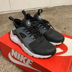 Women's Nike Huarache's